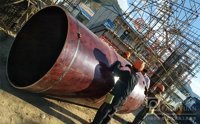 现场指导圆柱子模板施工安装