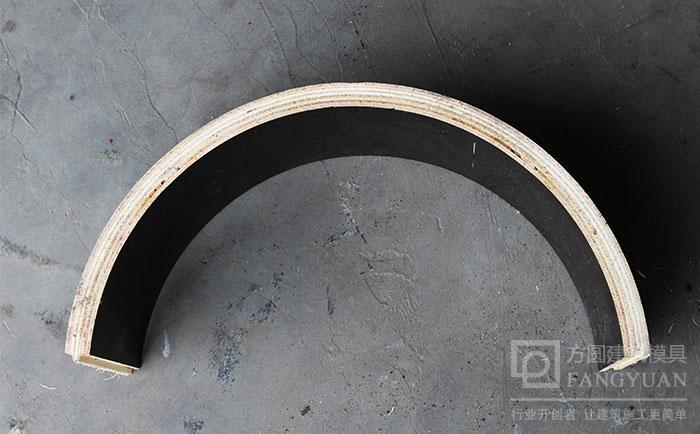 木制圆模板的侧面