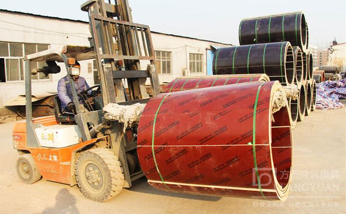 建筑圆模板厂家叉车装卸