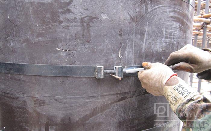 木制建筑圆模板加固施工