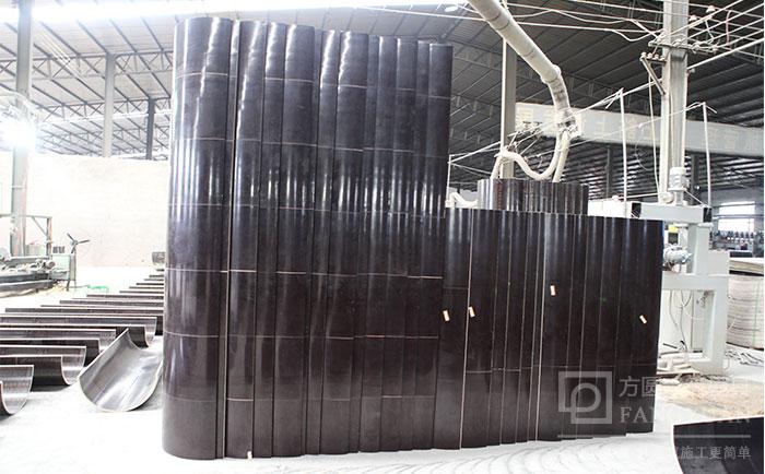 圆柱木模板外表面光滑
