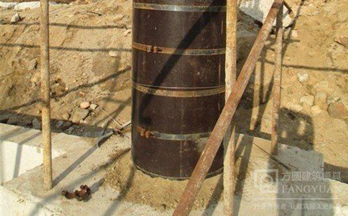 圆柱木模板底部施工找平