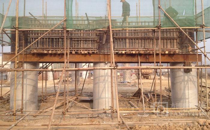 建筑圆柱木模板脱模