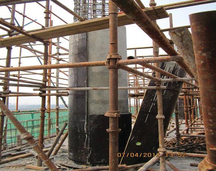 混凝土圆柱模具错位安装
