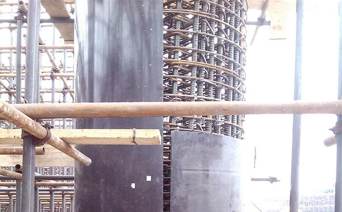 圆柱子木模板错位安装