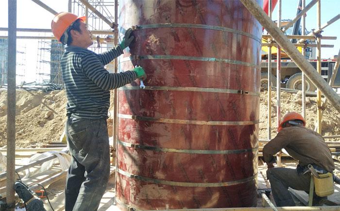 木质圆柱木模板施工加固