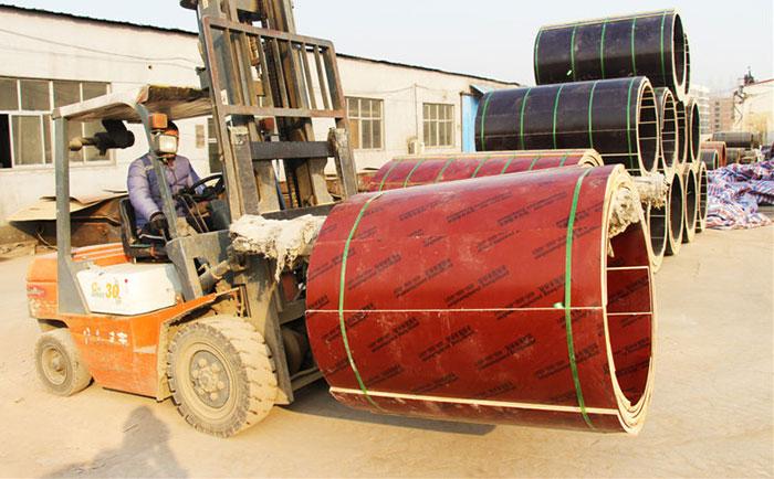 叉车装卸木质圆柱模板