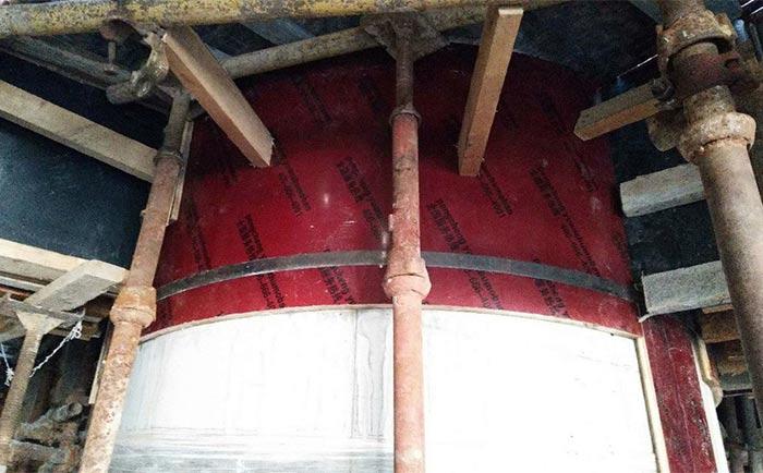 圆柱模板拆模及清水成型