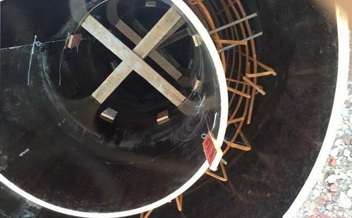 雨水井内模板十字支撑加固
