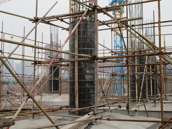 木质圆柱子模板钢带加固