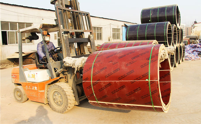叉车装卸木制圆柱模板