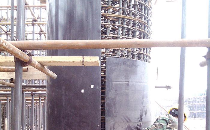 木制圆柱子模板错位安装