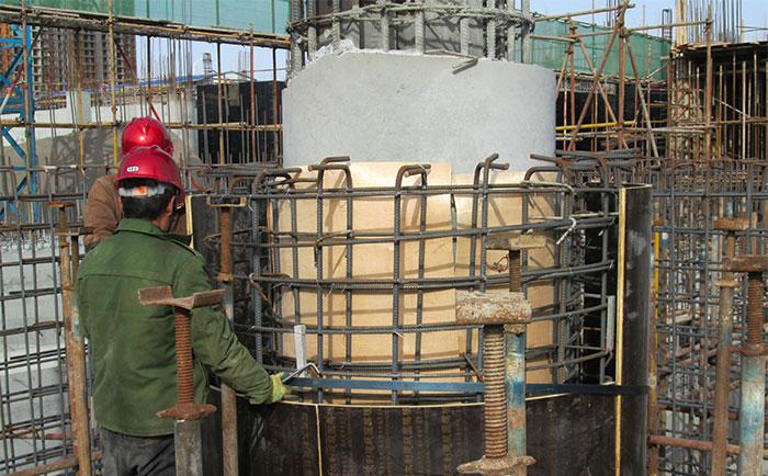 木质圆柱子模板错位安装